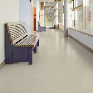 For renovation projects, especially in case of subfloor with moisture problems, the Acczent Unik loose-lay offers you a quick and easy solution to face constraints.