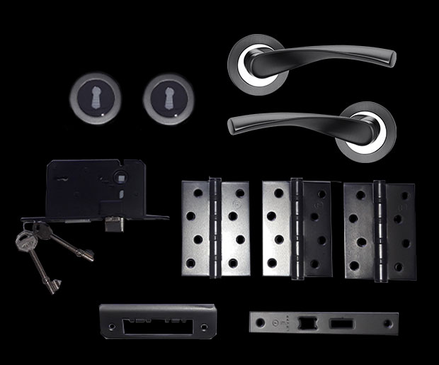 Fortessa Gotham box set contents: two handles, three lever locks, hinges and lock with two keys
